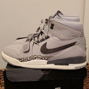 Nike Air Jordan Legend 312 mens size 13  LIKE NEW